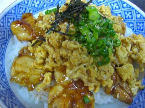 地鶏生姜焼き丼(炒り卵)