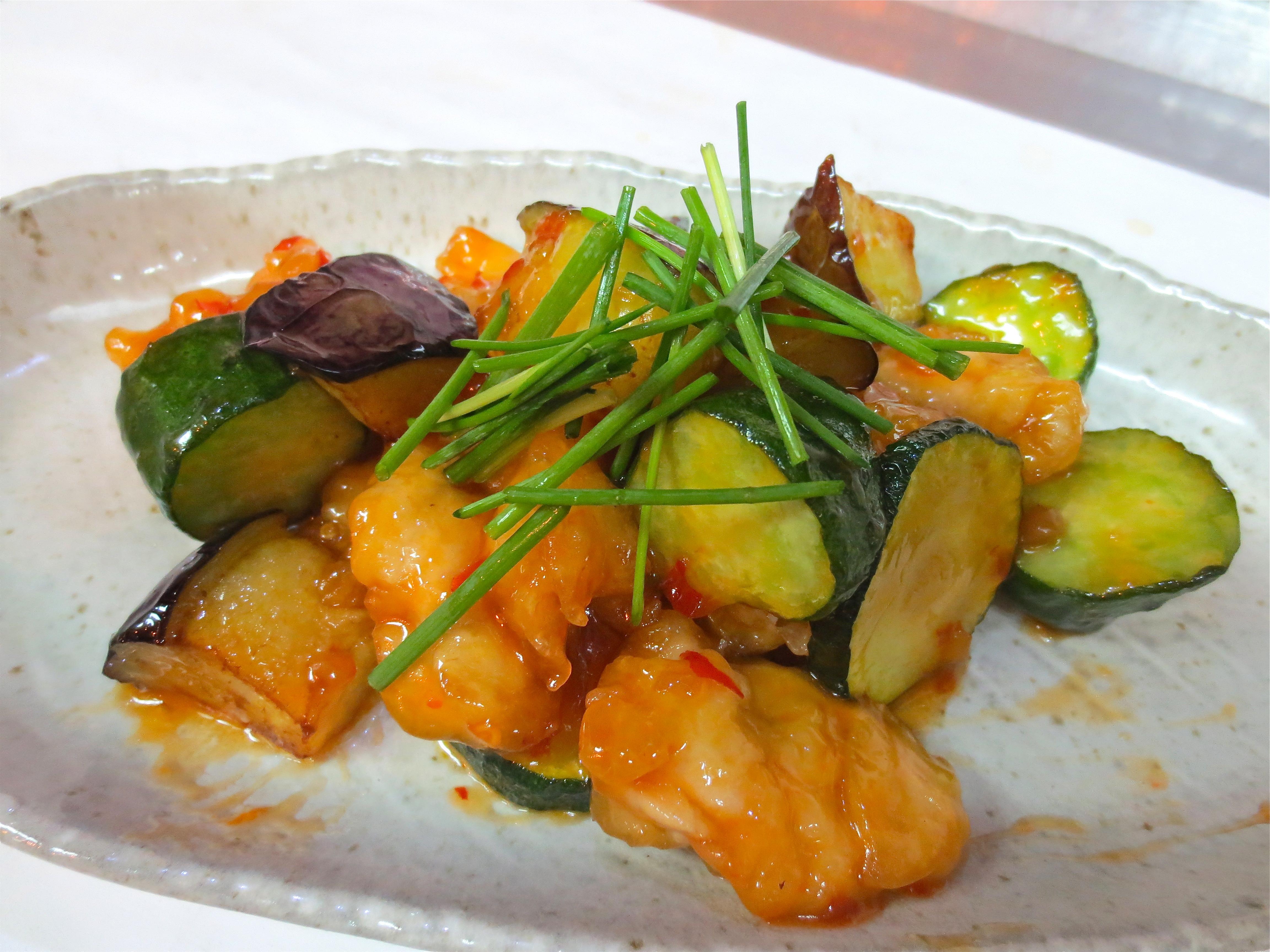 夏野菜と地鶏チリソース炒め