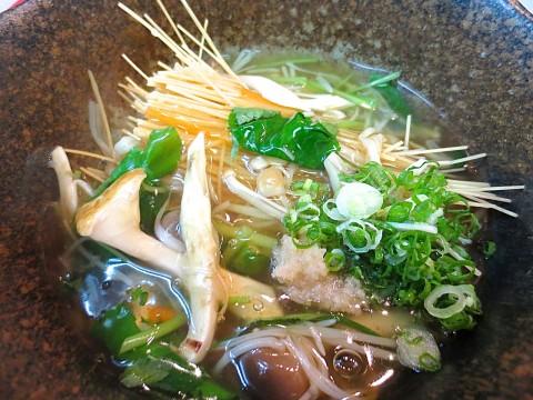 揚げ素麺松茸入り野菜あんかけ