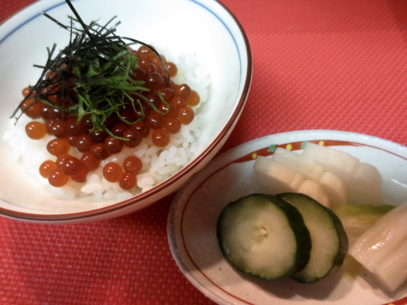 イクラ醤油漬け(自家製)のせご飯