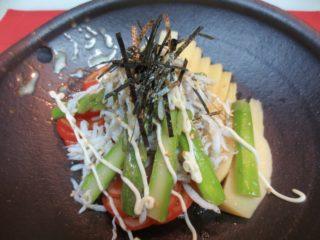 竹の子、トマト、アスパラしらすのせサラダ