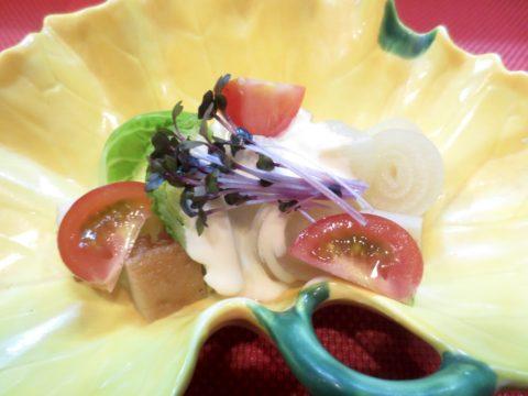 芽キャベツ、玉葱、平天マヨ和え