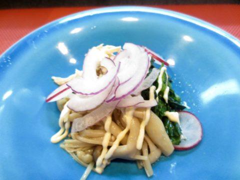 小松菜、きのこ、蒸しとり和え物