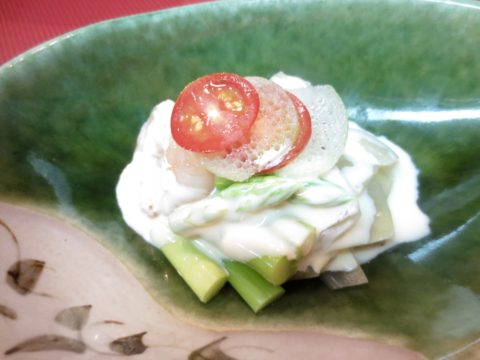 海老、アスパラガス、玉葱和え物