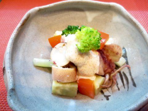 イカ、カリフラワー、さつま芋和え物
