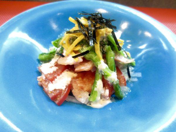 トマト、新玉ねぎ、菜の花サラダ風