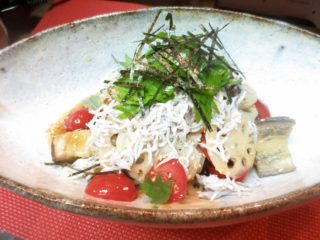 茄子、トマト、蓮根、しらすサラダ